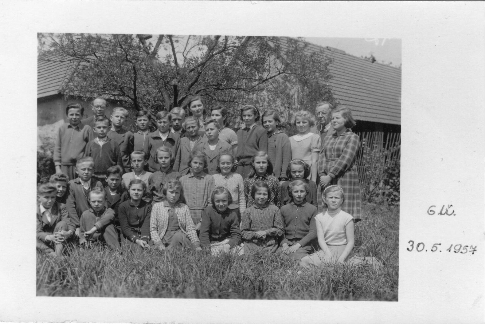 1956576