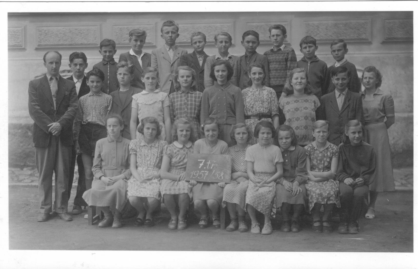 1957587