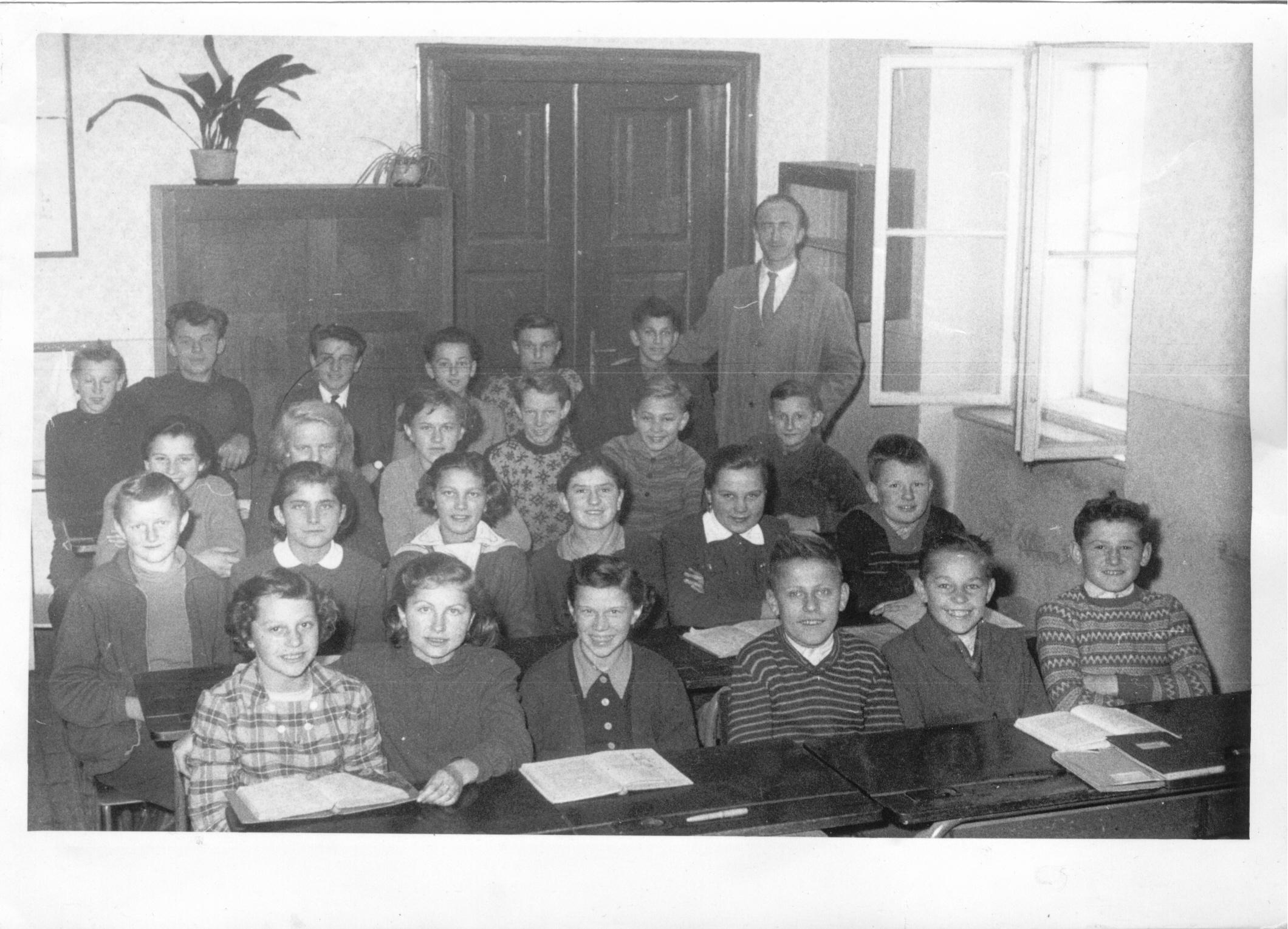 1959608